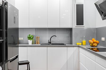 Glas- und Küchenrückwände nach RAL beschichtet
