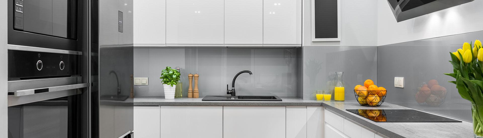 Küchenrückwände aus Glas, nach RAL beschichtet