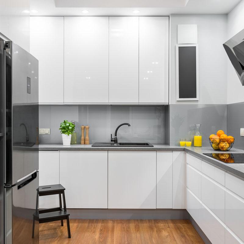 k chenr ckw nde aus glas nach wunsch beschichtet. Black Bedroom Furniture Sets. Home Design Ideas